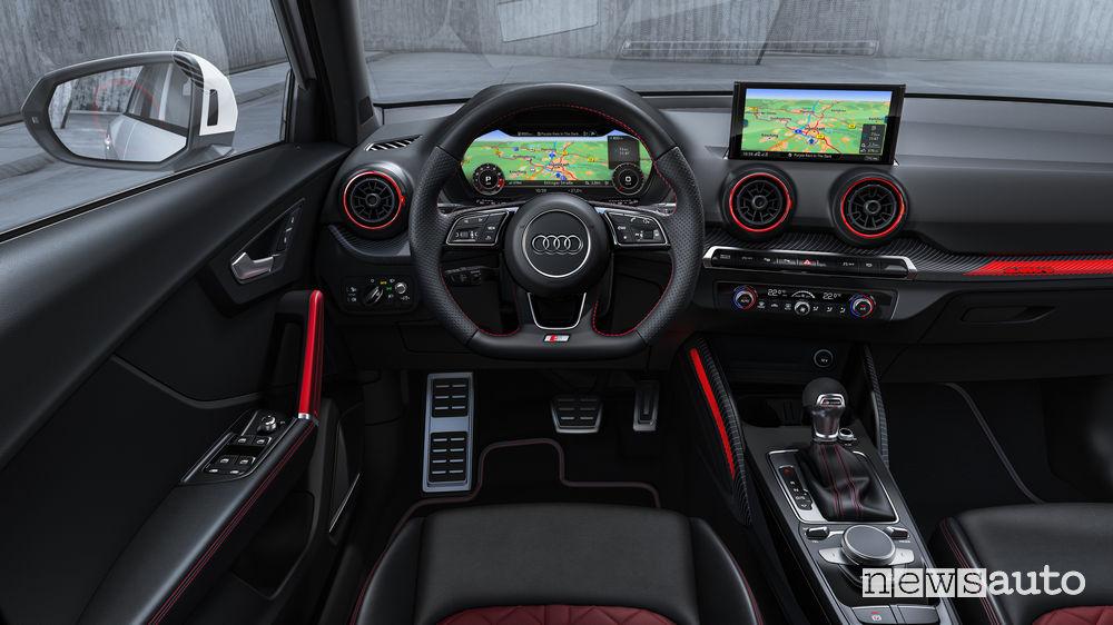 SUV sportivo Audi SQ2, plancia strumenti