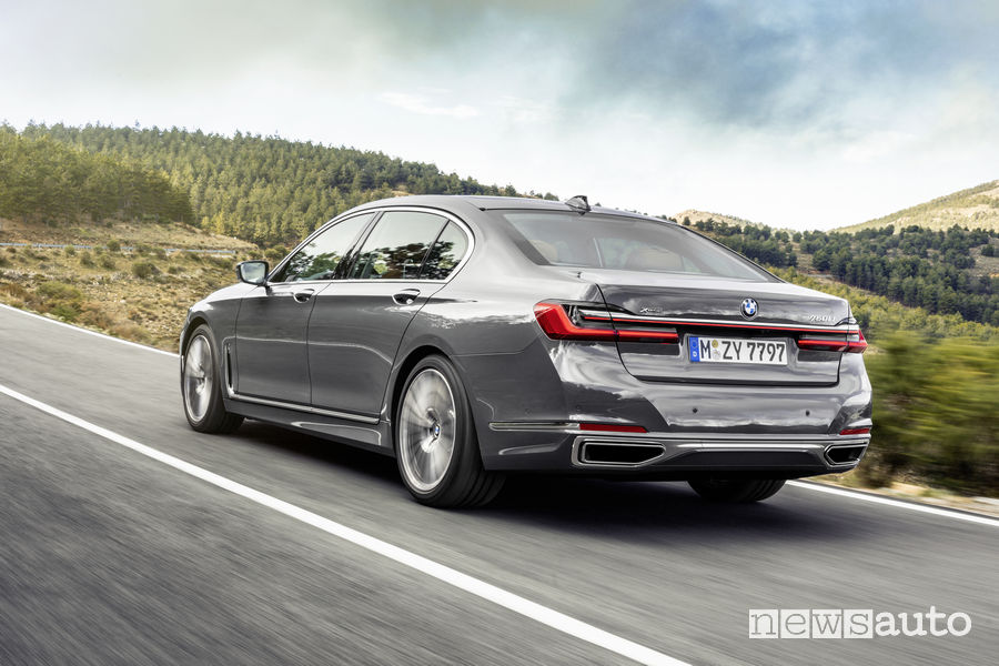 BMW Serie 7 2019, vista posteriore