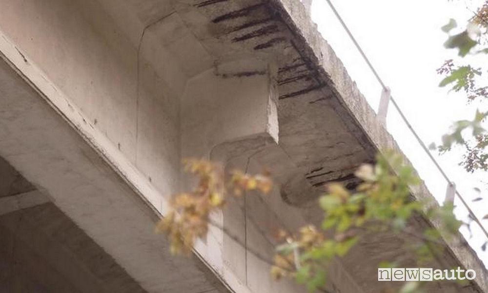 Segni di logoramento sul viadotto Puleto E45