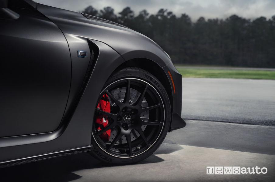 "Lexus RC F Track Day, cerchi in lega BBS 19"""