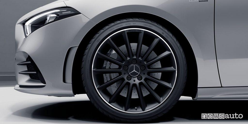 "Mercedes-AMG A35 Race Edition, cerchi in lega 19"" multirazze neri"