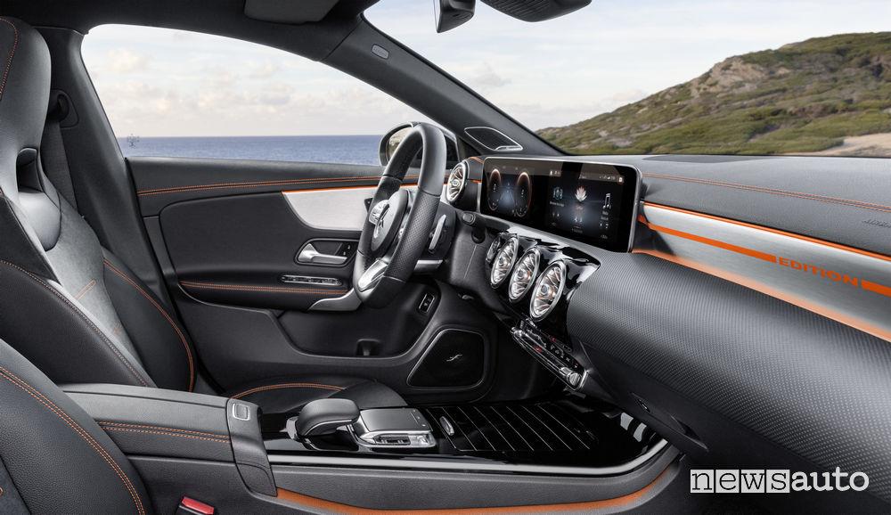 Mercedes-Benz CLA Edition Orange Art AMG Line, sedili anteriori