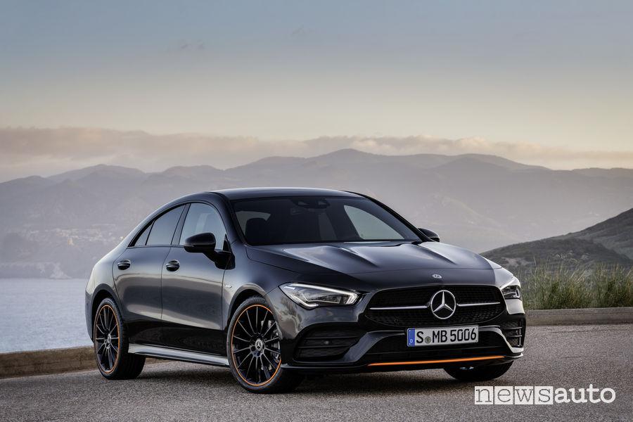 Mercedes-Benz CLA Edition Orange Art AMG Line, vista di profilo