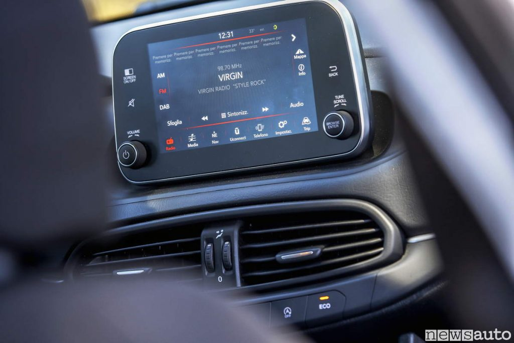 Fiat Tipo sistema multimediale schermo