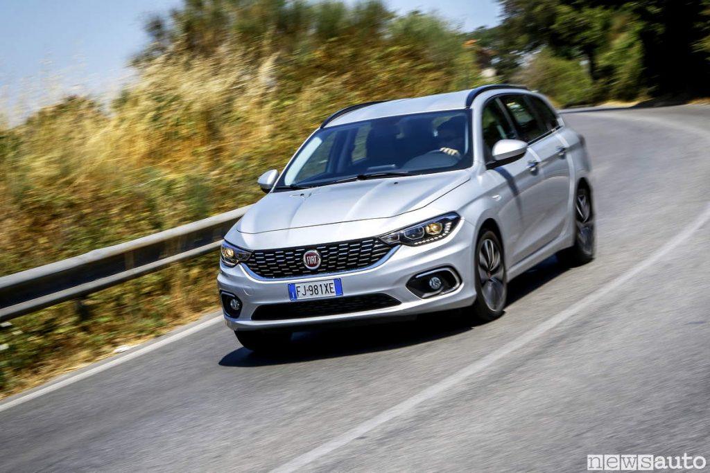 Auto diesel più vendute in italia Fiat Tipo 2019 SW in curva