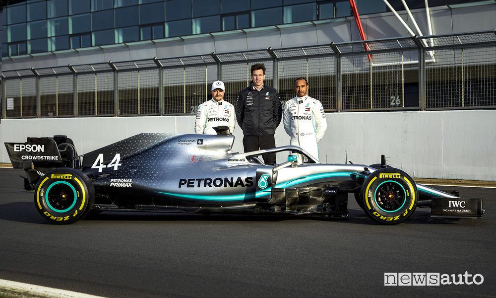 Mercedes-AMG F1 W10, Toto Wolff con Lewis Hamilton e Valterri Bottas