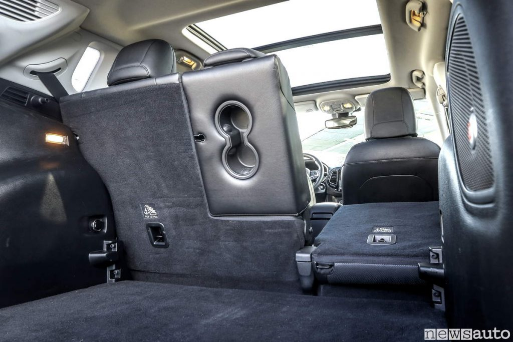 Vano bagagli Jeep Compass con sedili scomponibili