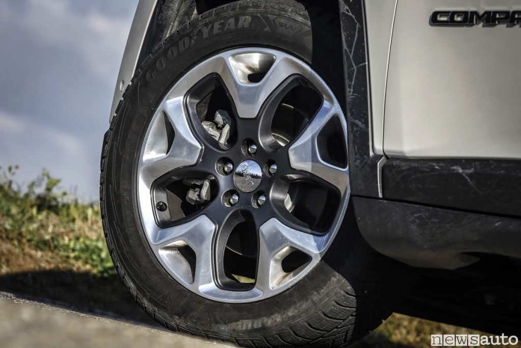 Cerchi in lega Diamond Jeep compass limited con Pneumatici Invernali Goodyear