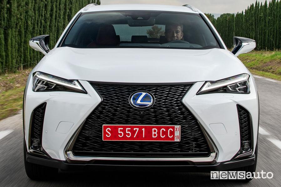 Lexus UX Hybrid bianco, frontale