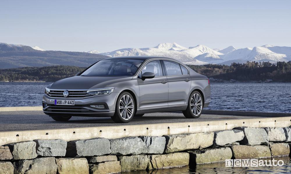 Nuova Volkswagen Passat, vista di profilo