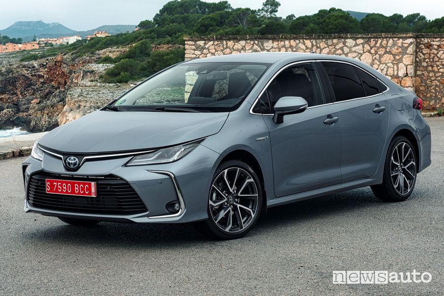 Toyota Corolla Sedan 2019, vista di profilo