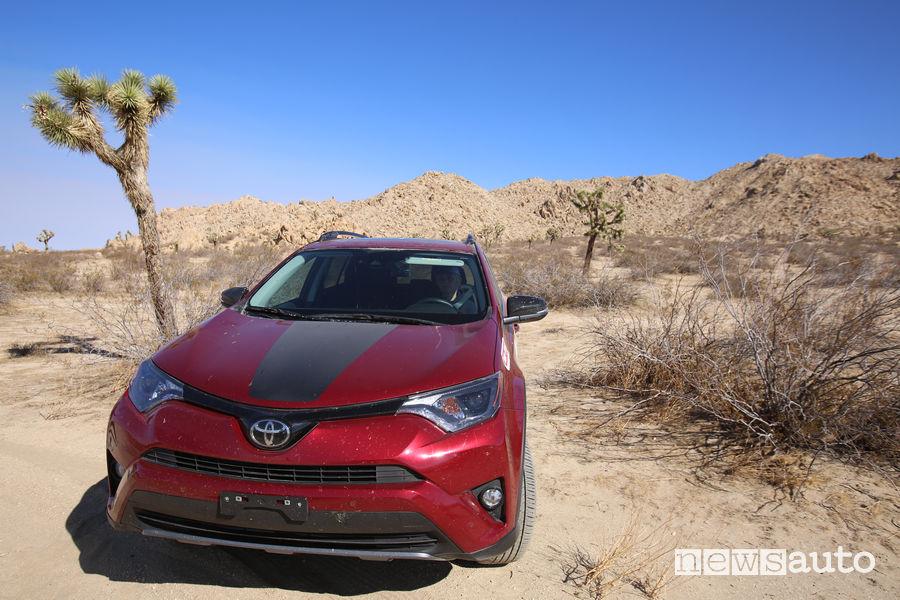 Toyota RAV4 nel deserto dell'Arizona