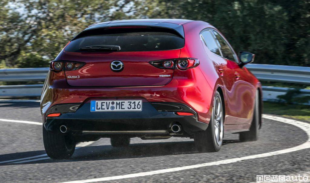 Mazda3 2019 vista posteriore inserimento in curva