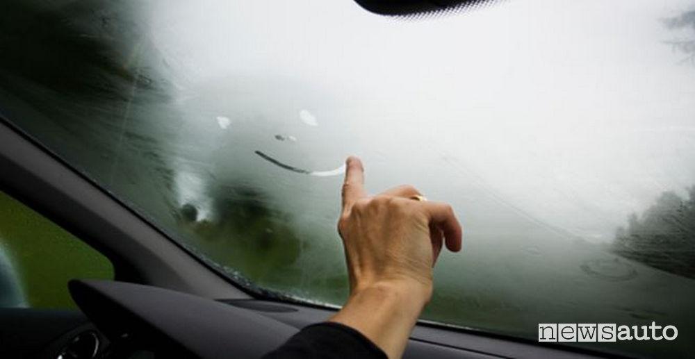 Appannamento vetri auto, Parabrezza appannato dalla condensa
