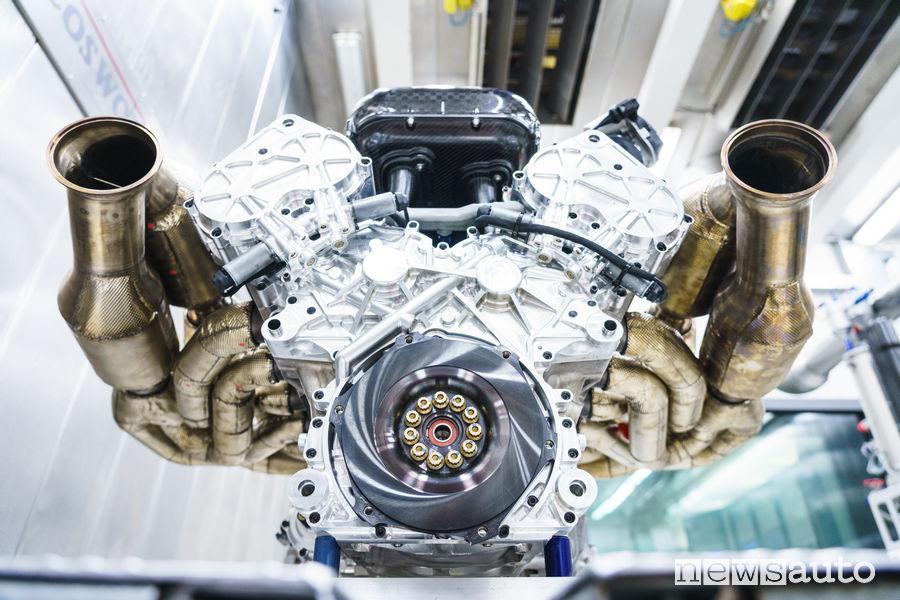 Motore V12 aspirato da 1.000 CV della Aston Martin Valkyrie