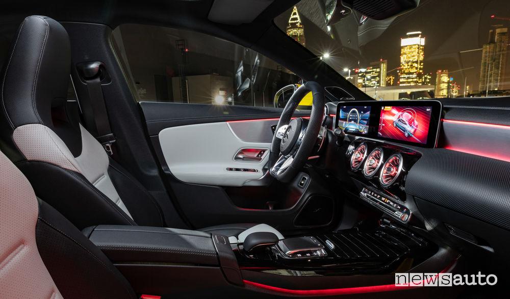Mercedes-AMG CLA 35 4MATIC abitacolo
