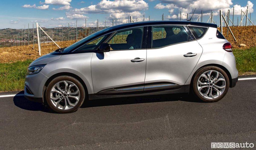Vista laterale nuova Renault_scenic_17_blue_dCi (39)