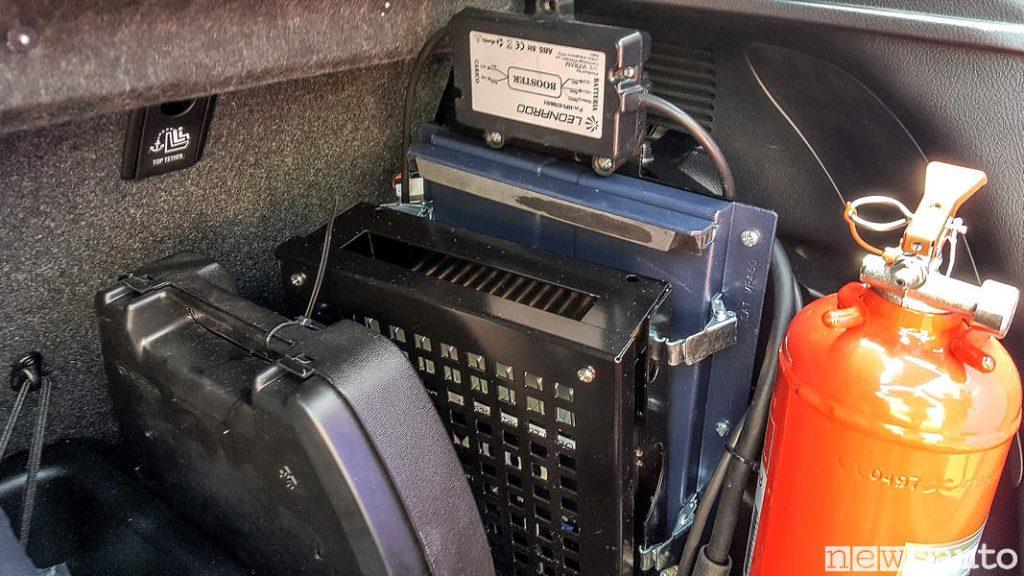 Radio ed estintore a bordo Toyota_Yaris_Hybrid Carabinieri