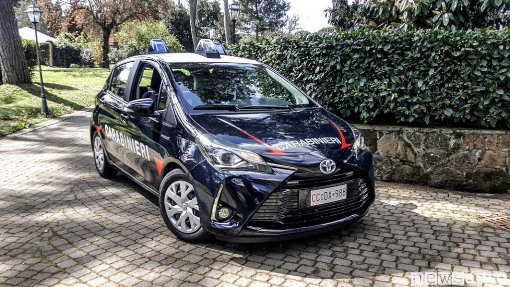 Toyota_Yaris_carabinieri curva nel parco