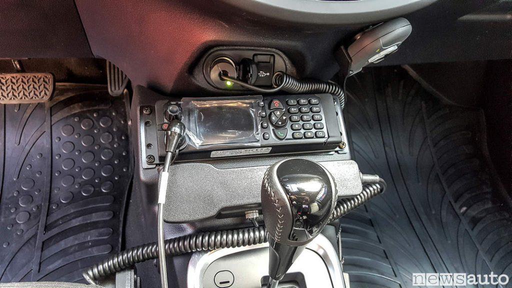 Radio Tramsmittente Carabinieri abitacolo Toyota_Yaris