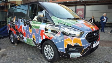 Photo of Furgone wrappato? Il Ford Transit Custom cambia pelle con l'opera d'arte