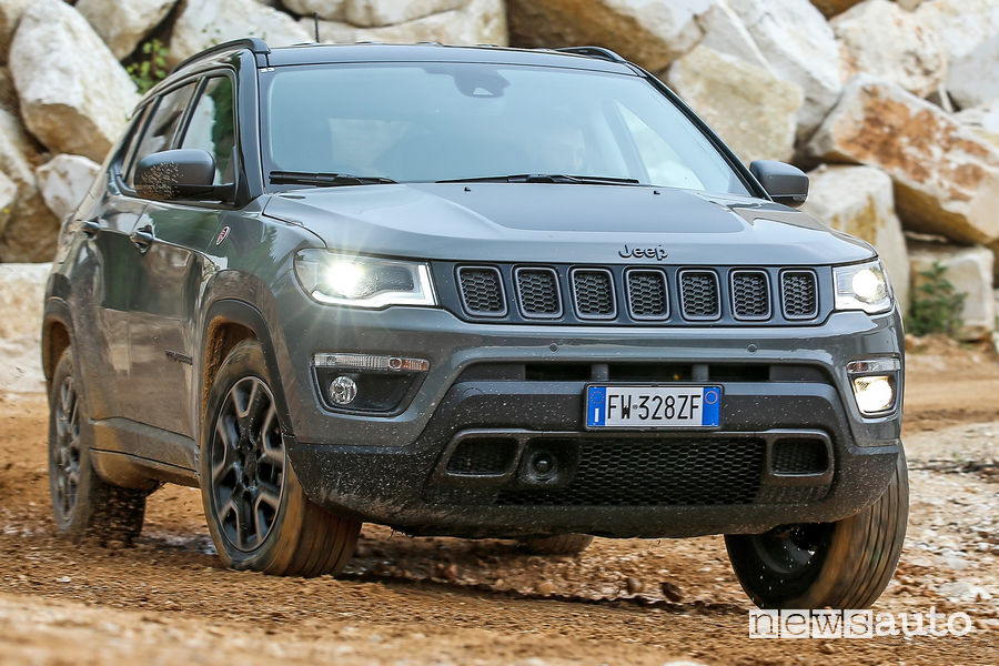 Jeep Compass Trailhawk sullo sterrato
