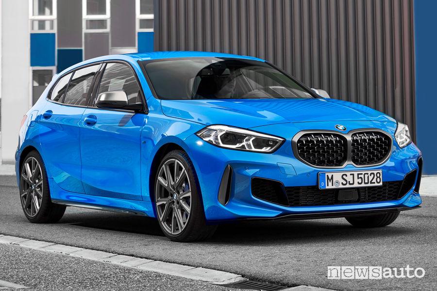 Nuova BMW Serie 1 M135i xDrive vista di profilo