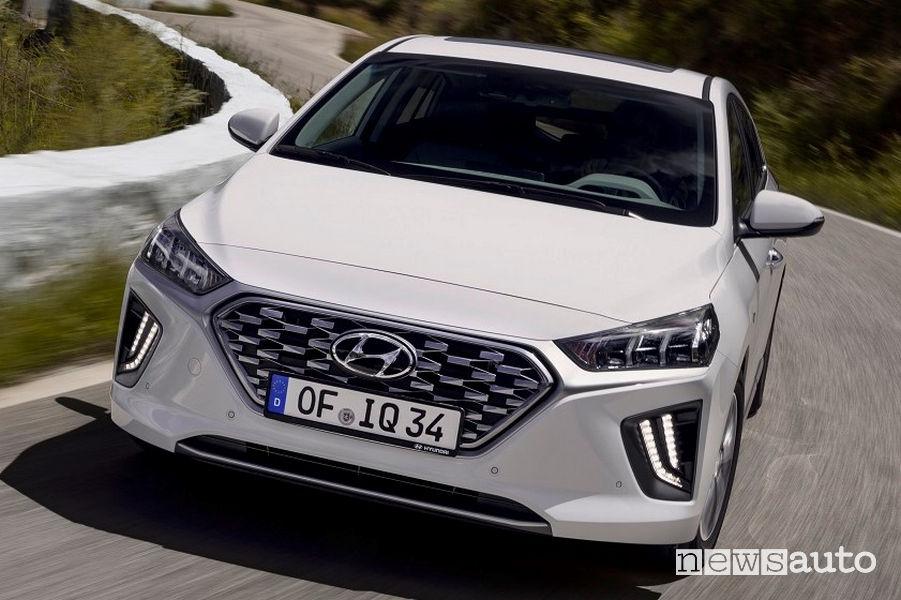 Vista frontale Hyundai Ioniq Hybrid
