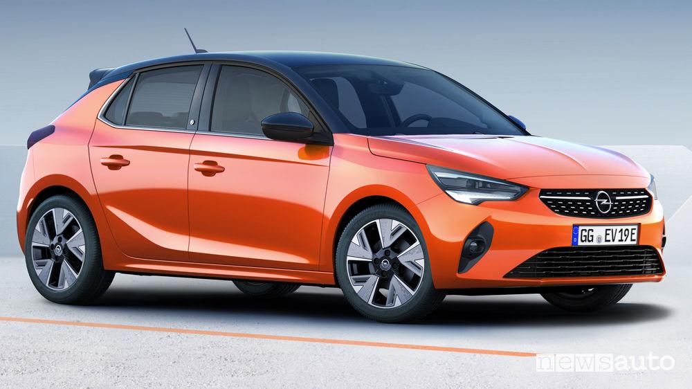 Opel Corsa-e elettrica vista di profilo