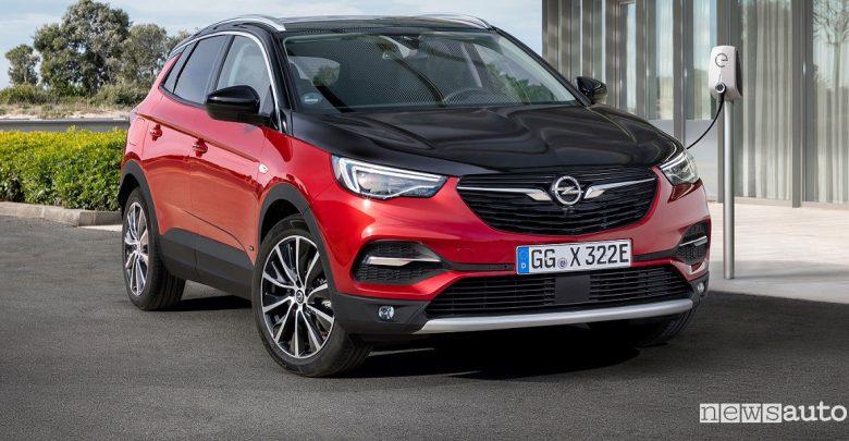 Opel Grandland X Hybrid4, SUV ibrido plug-in 4x4