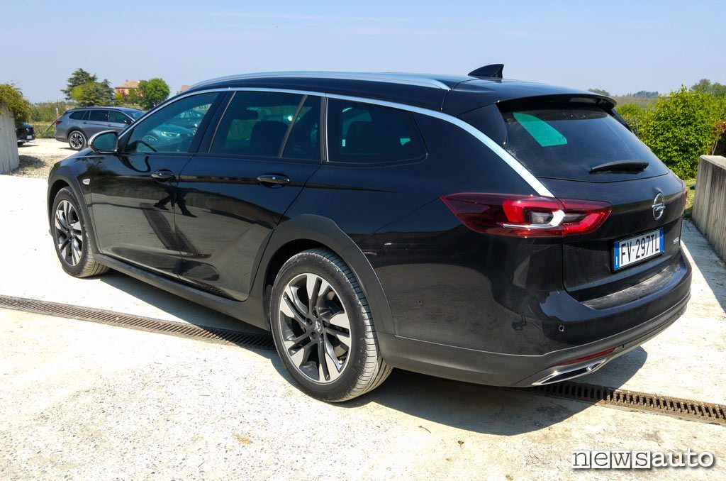 Opel Insignia Country Tourer posteriore