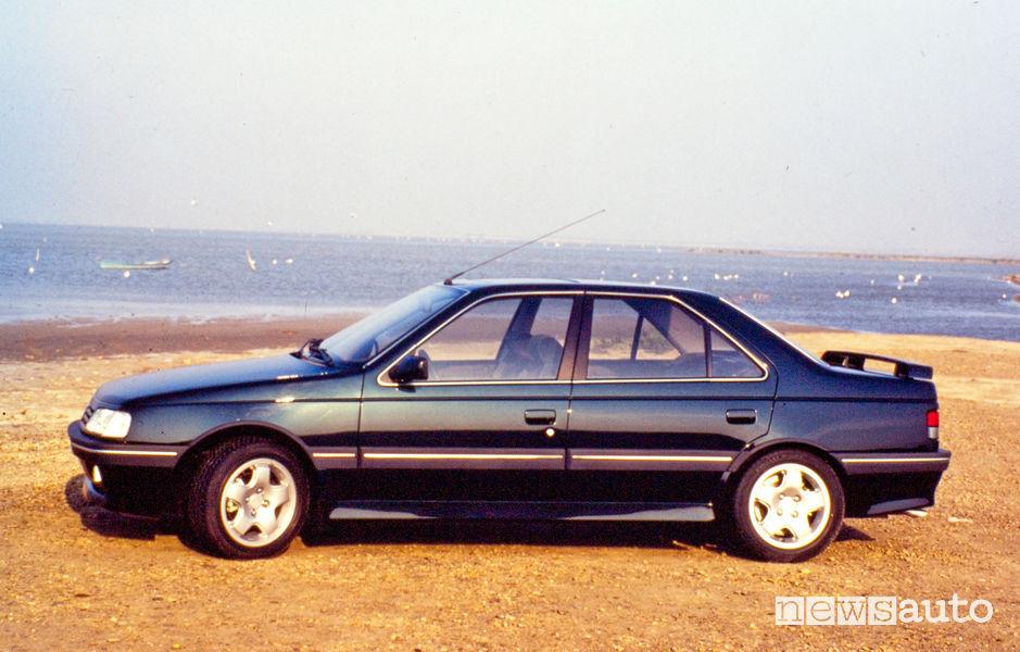 Peugeot 405 Mi16 blu vista laterale