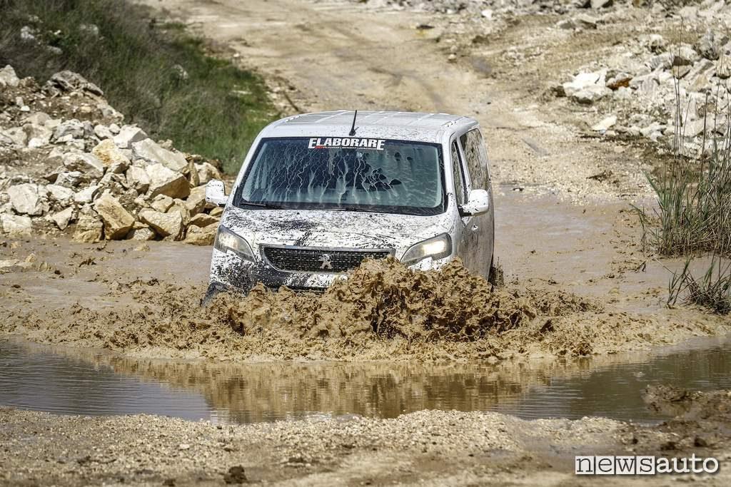 Peugeot Traveller van 4x4 guado furgone off road