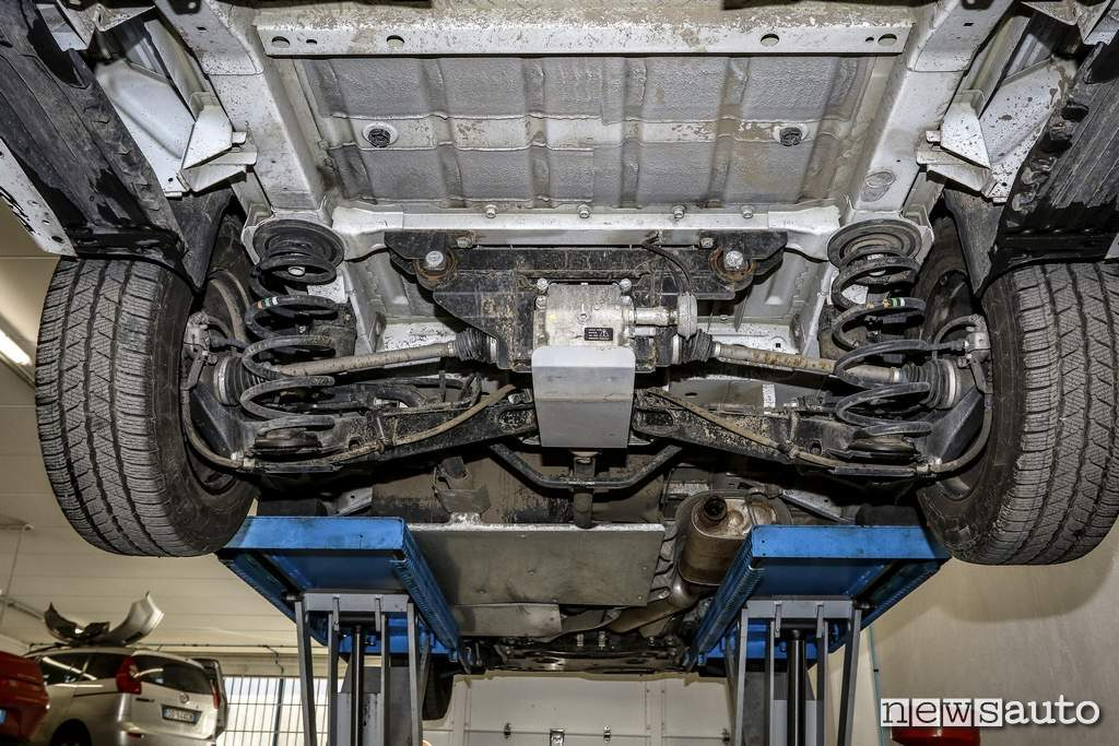 Peugeot Traveller 4x4 protezione sottoscocca assale posteriore con differenziale