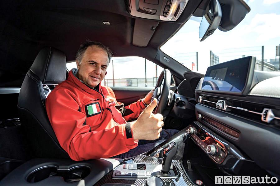 Giovanni Mancini tester Toyota Supra nell'abitacolo posto di guida