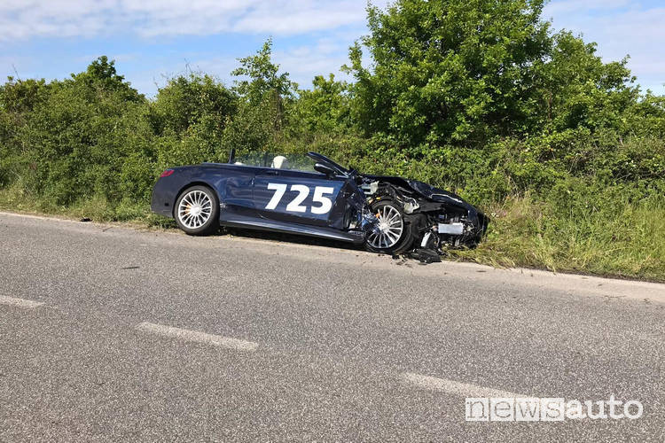 Incidente Mercedes alla Mille Miglia 2019 vettura di supporto al Mercedes Tribute