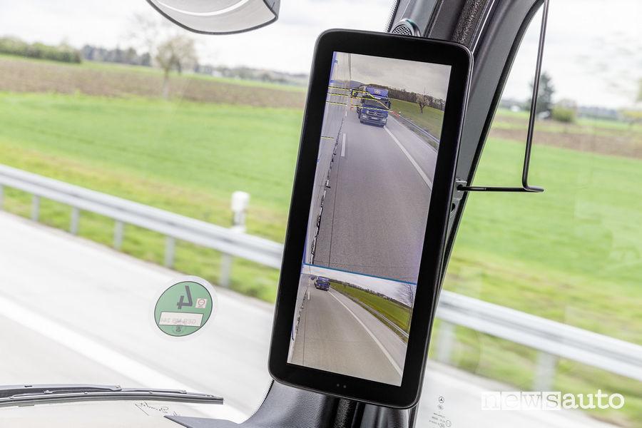 Specchio retrovisore digitale con display sul Mercedes-Benz Actros MirrorCam