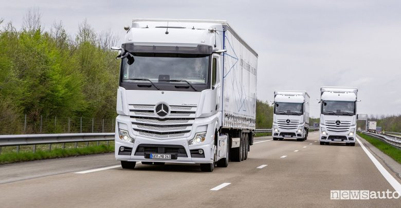 Truck Mercedes-Benz Actros in movimento
