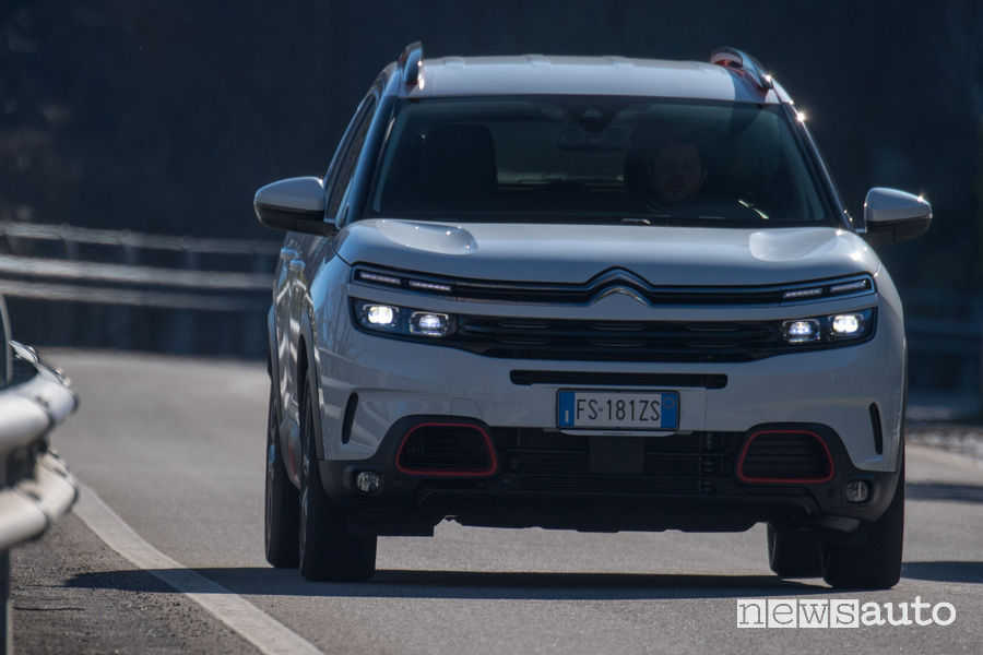 Citroën C5 Aircross PureTech 180 S&S Shine EAT8 vista frontale in movimento