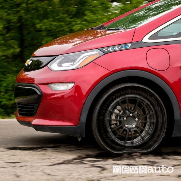 Michelin gomma prototipo Uptis test sullo sconnesso con la Chevrolet Bolt EV