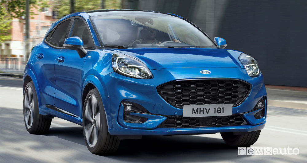 Nuova Ford Puma ST-Line vista frontale in movimento