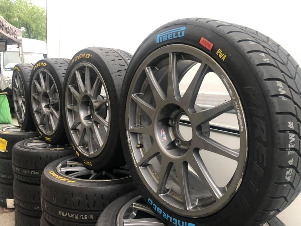 Ricambi auto da corsa: pneumatici da asciutto e bagnato Pirelli per gare Rally