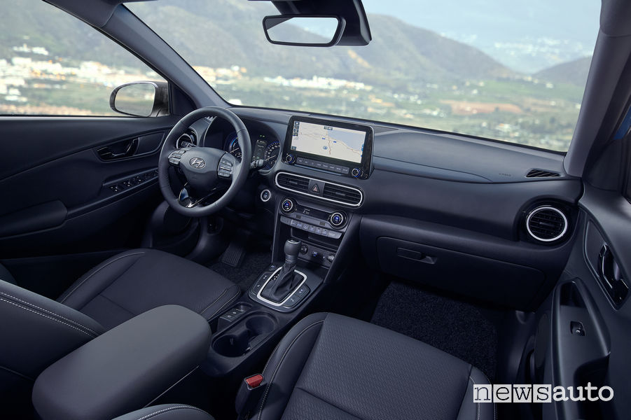 Hyundai Kona Hybrid abitacolo