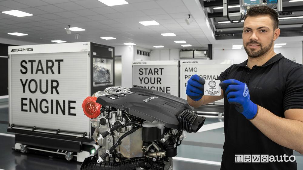 Mercedes-AMG produzione a mano motore benzina 2.0 V4 M139