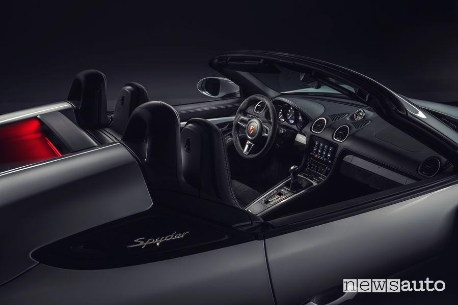 Porsche 718 Spyder abitacolo