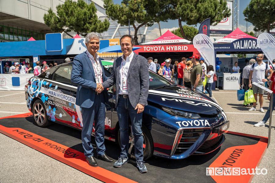 Mauro Caruccio, AD Toyota Motor Italia e Massimo Prastaro, Responsabile Innovazione e progetti di sviluppo Retail di ENI