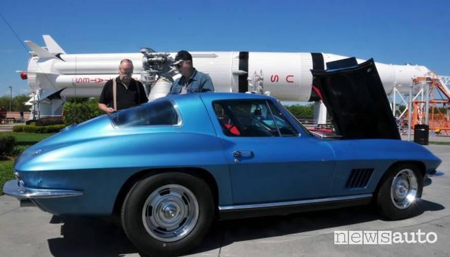 auto degli astronauti chevrolet corvette stingray