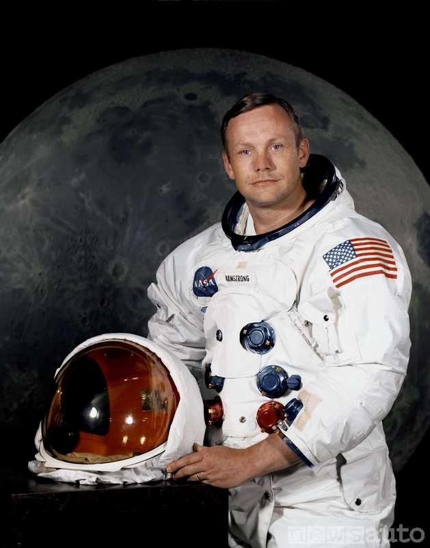 Neil Armstrong con la tuta lunare