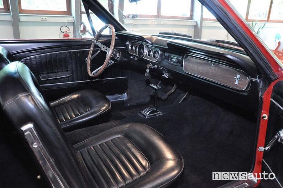 Ford Mustang del 1965 di Sylvester Stallone sedili anteriori lato passeggero