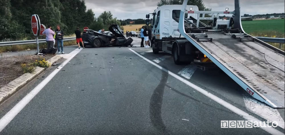 incrocio incidente lamborghini